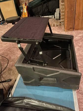 Photo SKB DJ Shuttle mixer rack case stand - $175 (Mohnton)