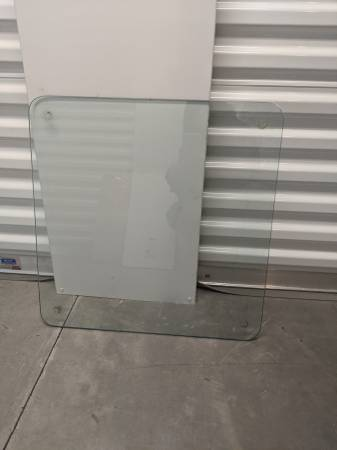 Photo Thick table top glass - $10 (Sinking Spring)