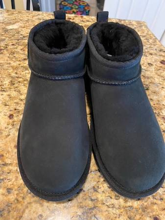Photo Uggs Brand New WOT, Size 9, Woman39s Black mini boots. - $99 (Glenmoore)