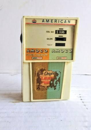 Photo Vintage 1970s Amoco gas station pump novelty transistor radio - $19 (Bernville)