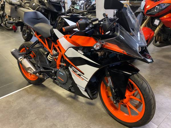 Photo gtgt 2018 KTM RC390 ltlt - $5,999 (phila)