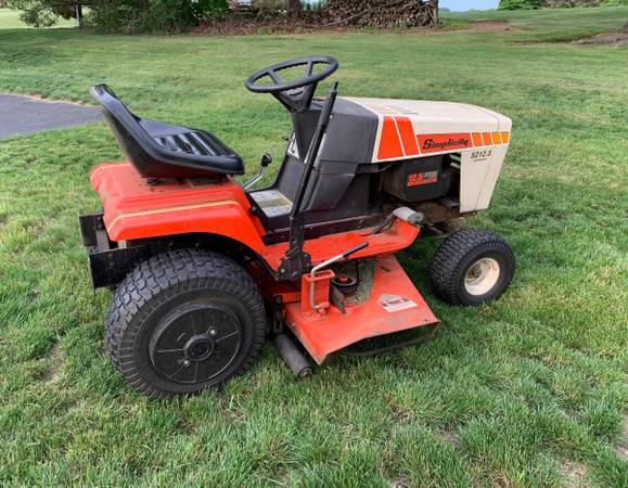 Photo simplicity with snow blower   chains - $200 (Leesport)