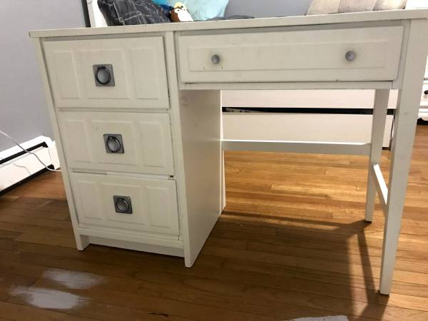Photo white desk - $75 (CollegevilleLimerick)