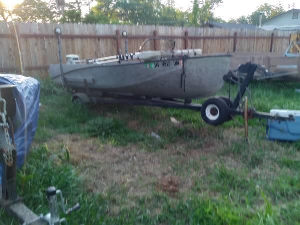 Photo 14 foot aluminum boat - $800 (Redding)
