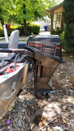 Photo 15 hp 2 stroke outboard w tank - $800 (Redding)