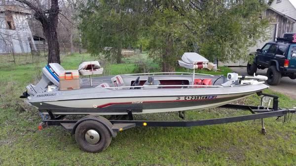 Photo 1982 Glastron bass boat 3500 obo - $3500 (Cottonwood)