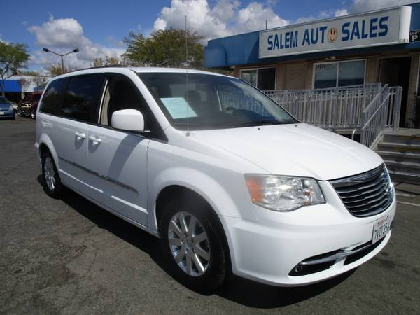 Photo 2015 Chrysler Town  Country TOURING - REAR CAMERA - DVD ENTERTAINMENT - - $8988 (2015 Chrysler Town  Country TOURING -)