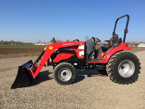 Photo 39 HP 4x4 Mahindra 1640 Tractor with Loader  NO DPF - $23,450 (Red Bluff, CA)