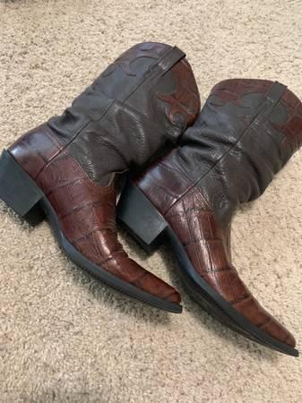 Photo Ariat boots - $40 (Redding)