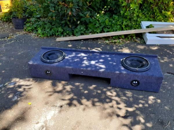 Photo Chevy silverado speaker box with double Rockford Fosgate 10 inch - $200 (Redding)