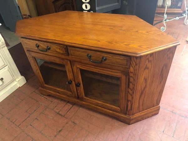 Photo Corner TV stand oak - $250 (Red Bluff)