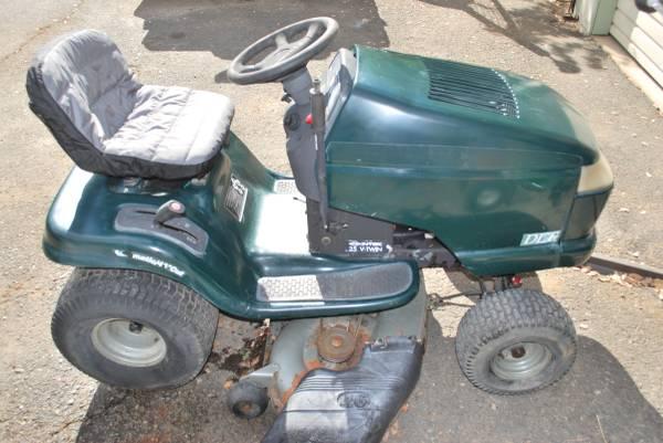 Photo Craftsman DLT riding mower - $450 (REDDING)