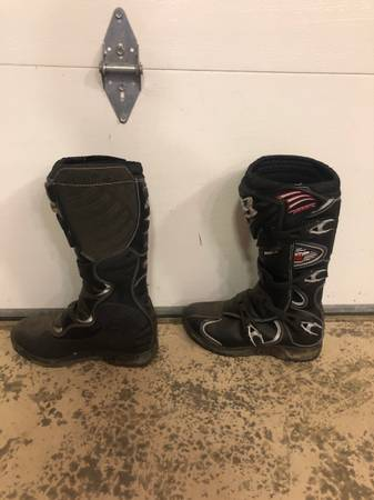 Photo Fox dirt bike boots - $100 (Anderson Ca)