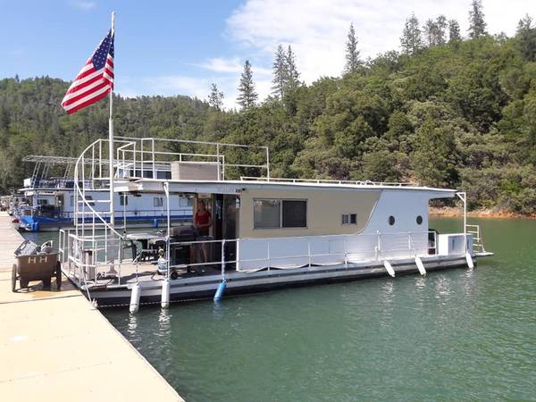 Photo Houseboat on Shasta Lake Holiday Harbor. 1972 12x44 Kayot - $24000 (red bluff)