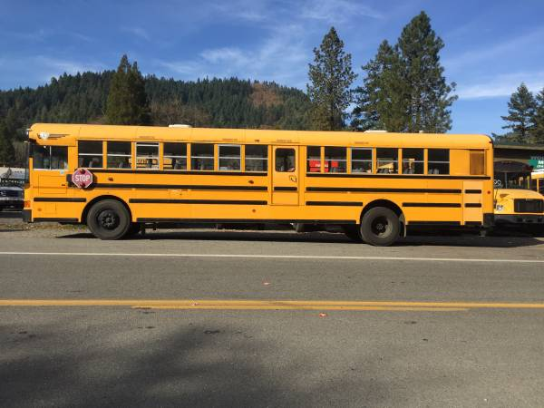 Photo International DT466 bus 204485 - $6500 (Wolf Creek Oregon)