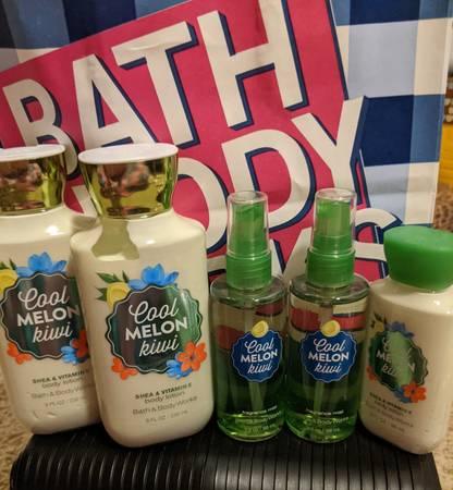 Photo New Bath and Body Works Cool Melon Kiwi lot - $20 (Redding)