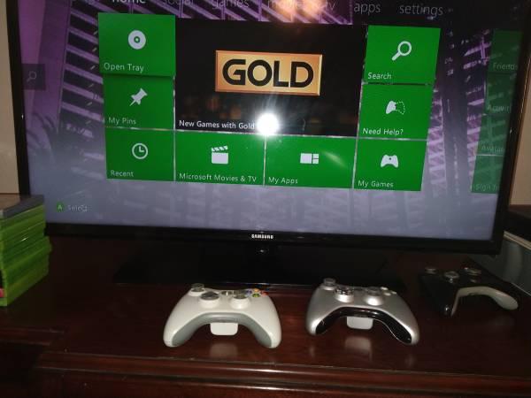 Photo Original Xbox Plus 10 games - $150 (Redding)