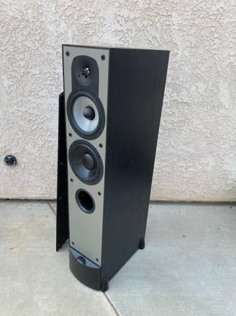 Photo Paradigm Tower Speakers - $250 (Redding)