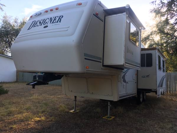 Photo REDUCED$$ 2000 Jayco 30ft. Designer 5th wheel - $5500 (Redding)