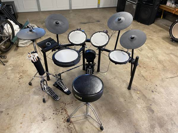 Photo ROLAND TD-17KVX V-DRUMS Electronic Drum Kit - $1,400 (Redding)