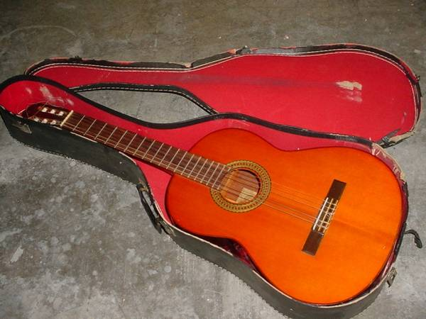 Photo Rare Yamaha G 120A Acoustic Guitar with case - $210 (North Redding)