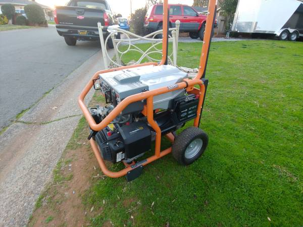 Photo Ridgid 8000  10000 generator. Key start newer battery only 40 hrs - $700