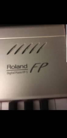 Photo Roland digital piano - $600