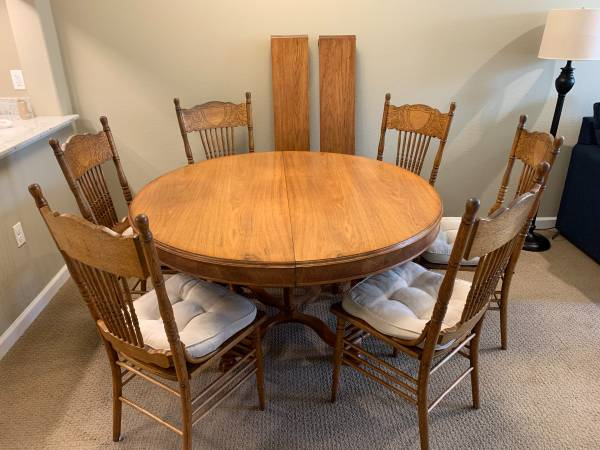 Photo Round oak dining table with 2 leaves, 6 chairs antique 8pc set - $638 (Red Bluff)