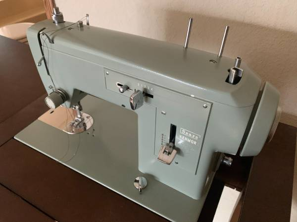 Photo Sears Kenmore sewing machine with table desk - $150 (Red Bluff)