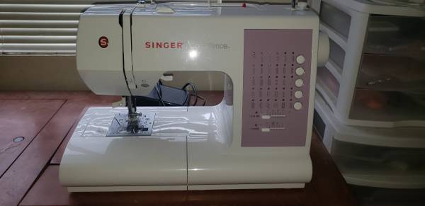 Photo Singer Confidence sewing machine - $150 (Redding)
