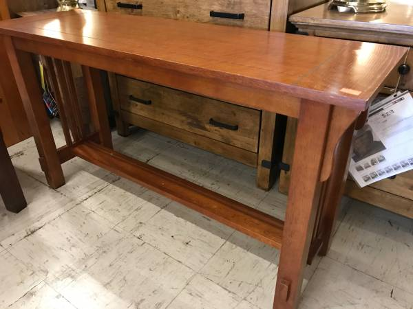 Photo Sofa table mission style - $116 (Red Bluff)