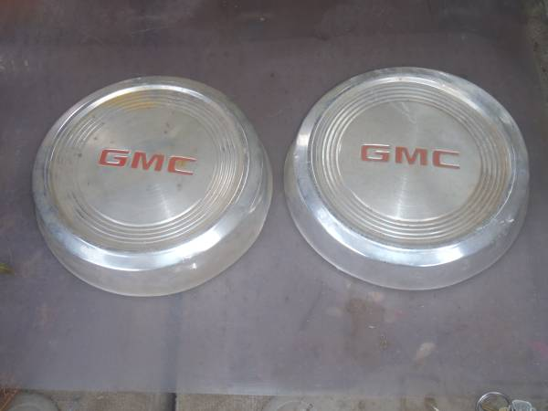 Photo Vintage GMC Pickup Dog Dish Hub Caps - $25 (North Redding)