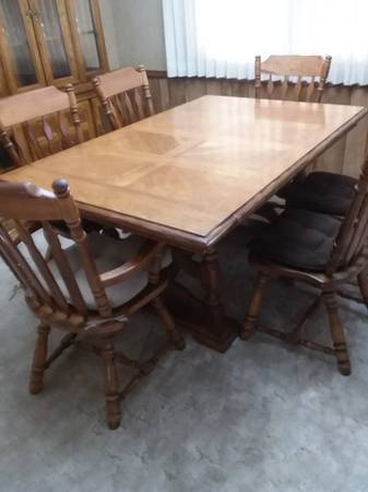 Photo Vintage solid oak, parquet, dining table with 6 chairs - $455 (Redding, CA)