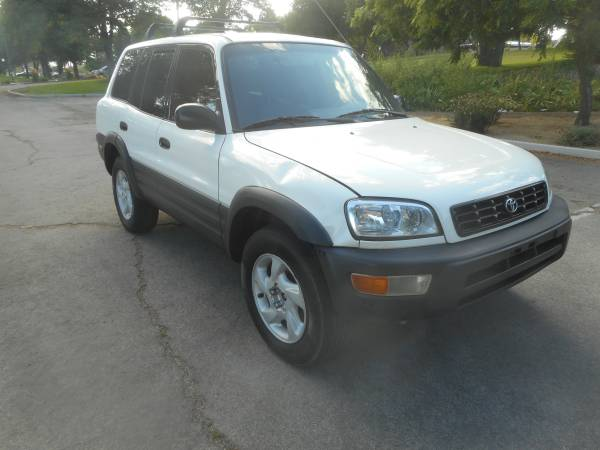 Photo 1998 Toyota RAV-4, 4x4, rare 5speed, 4cyl. all orig.clean, EXLNT COND - $2950 (EXTRA CLEAN LOOKS RUNS GREAT GREAT DEAL 3Way of Nv.)