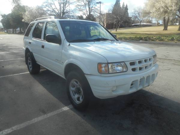 Photo 2001 ISUZU RODEO LS, 4x4, auto, 6cyl. loaded, SUPER CLEAN - $3500 (WE ARE OPEN GREAT PRICES, WE CAN HELP 3Way of Nv.)