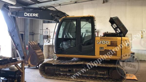 Photo 2011 John Deere 120 D Crawler Excavator W Bucket-LOW HOURS - $70000 (BAKERSFIELD)