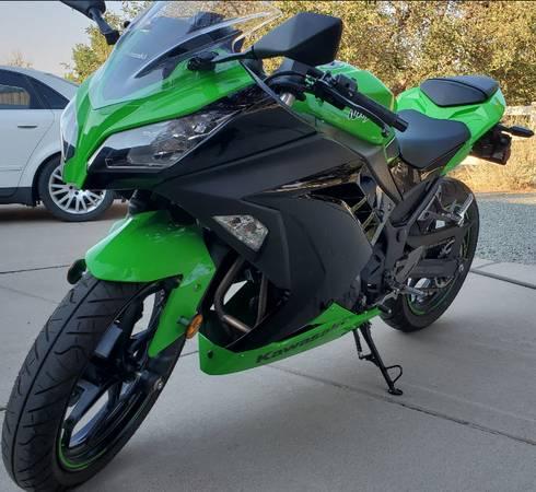 Photo 2012 Kawasaki Ninja 300 wABS - Asking - $4,500 (Carson City)