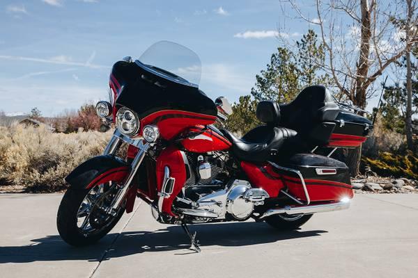 Photo 2016 Harley Davidson Ultra Limited CVO - $23,000 (Minden)