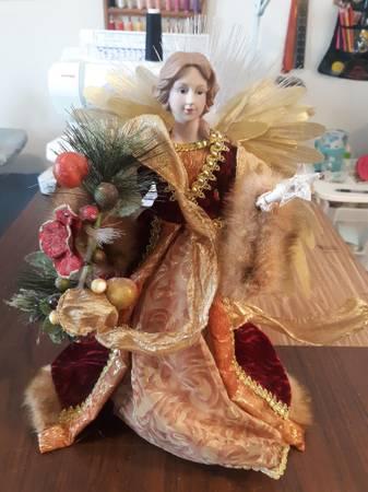 Photo Angel tree topper - $5 (Gardnerville)