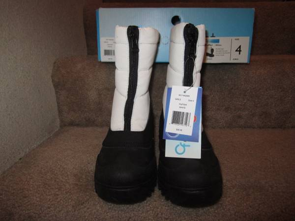 Photo Brand New in Box w Tag Puffer White Snow Boots Youth Size 4 Women 5.5 - $20 (SparksReno)