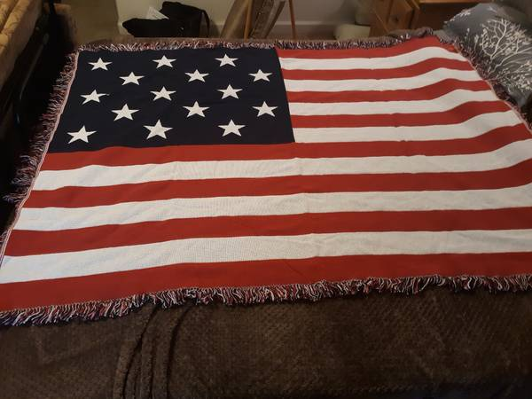 Photo Classic American flag throw blanket - $5 (Gardnerville)
