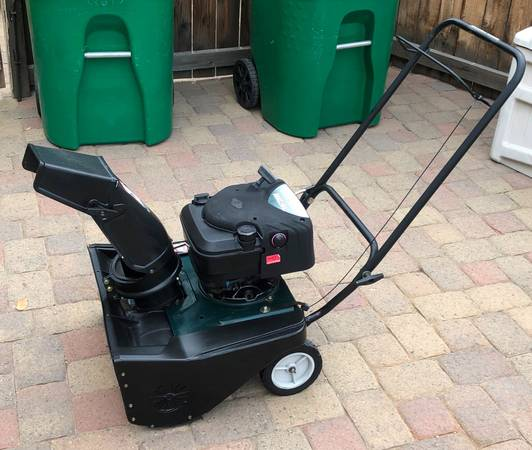 Photo Craftsman 4 Horsepower 4-cycle Engine, 21 inch single stage, Auger - $150 (South Reno)