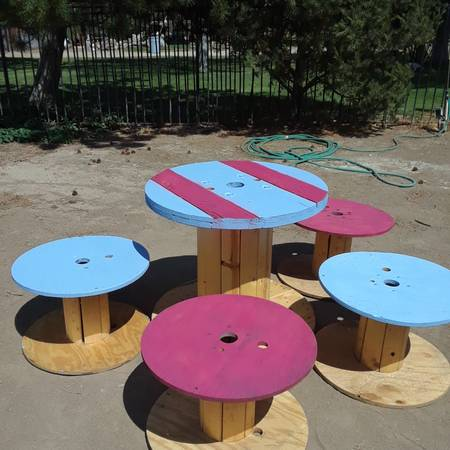 Photo KIDS GARDEN PATIO WOODEN TABLE AND STOOLS - $50 (SPARKS NV.)