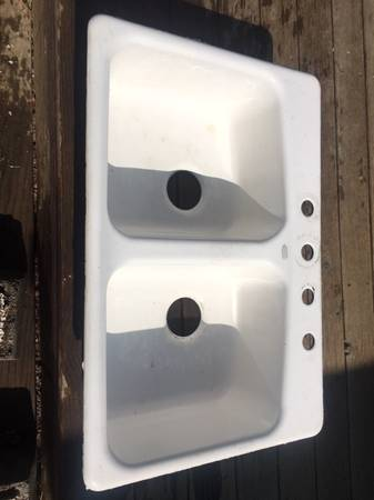 Photo Kohler Cast Iron Sink - White - $75 (Highlands Ranch)