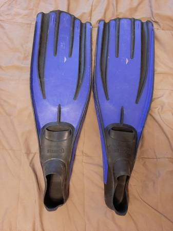 Photo Mares Avanti Quatro Power fins 4445 - $60 (Fallon)