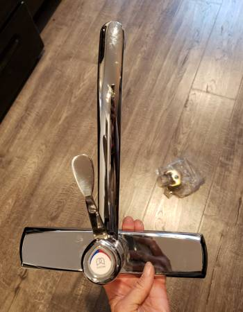 Photo NEW Moen kitchen faucet was $30 now - $20 (South Lake Tahoe)