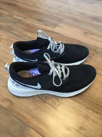 Photo Nike Running Shoes - $1 (Reno)