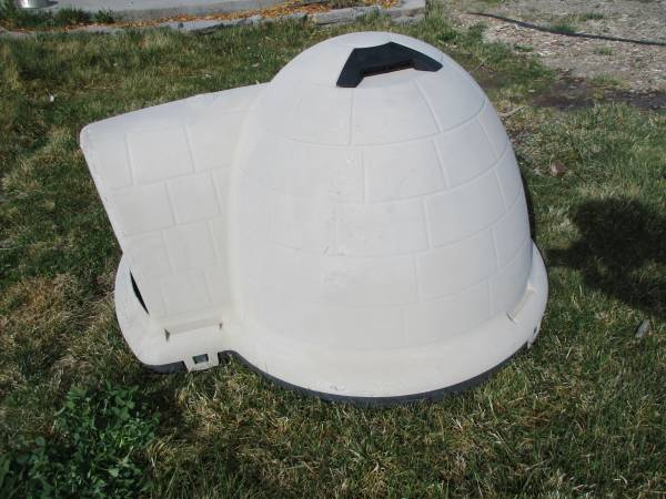 Photo Petmate Large Dog Igloo House Indigo Kennel  2 Stainless Dog Dishes - $100 (Holbrook JunctionWellington, NV)