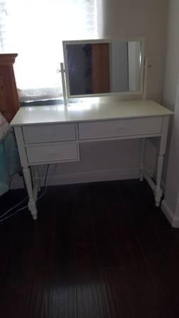 Photo Pier One Dressing Table wmirror - $95 (Dayton)