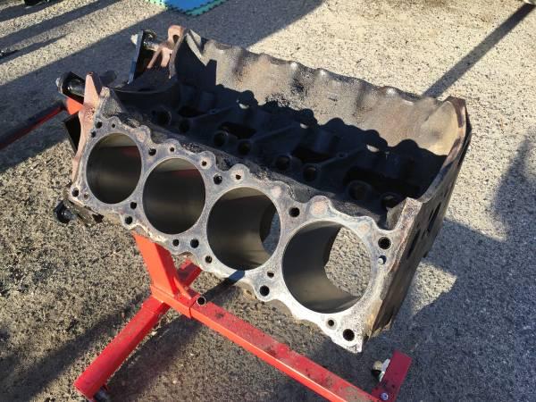 Photo Pontiac 455 bare block and crankshaft - $425 (Washoe Valley)